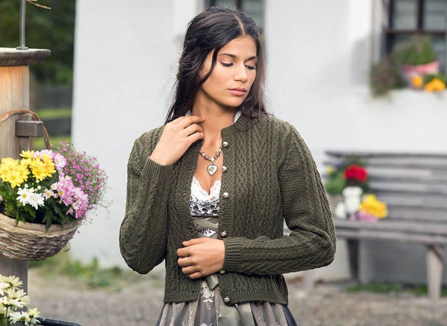 Trachtenstrickjacke für Damen in Olivgrün
